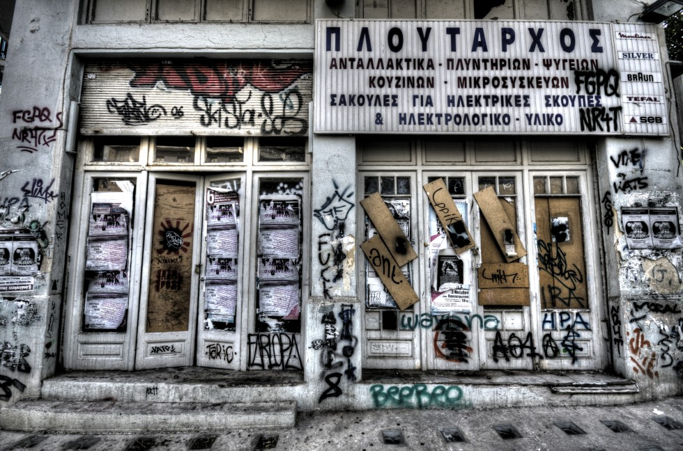 Grafitti-abandonded-store-free-license-CC0-980x648